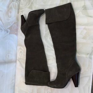 Restricted gray suede knee-hi boots